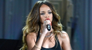 Grammys-2013-Rihanna-Wows-with-Stay-Video