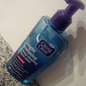 Clean & Clear Night Relaxing Cleansing Face Wash